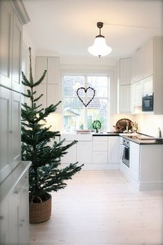 Via Min Lilla Veranda Christmas Decorating Ideas For The Kitchen Our Little House In The Country 12
