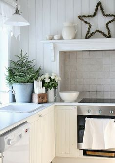 Via Homedit · Christmas Decorating Ideas For The Kitchen   Our Little House  In The Country 9